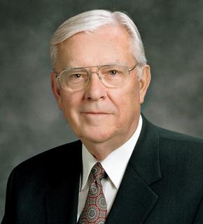 El Apostol Ballard insta a los jovenes el uso de los medios de comunicaciòn