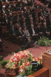 Devocional del Funeral del Presidente G.B. Hinckley . (nota: comienza despues de 7 min.)